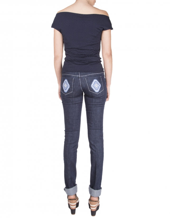 Pantalon en denim bleu avec broderie