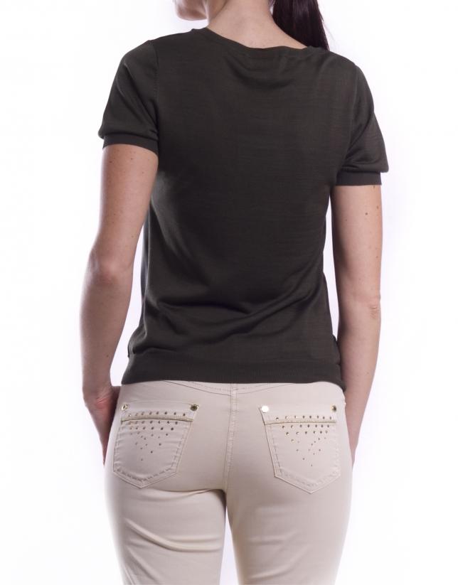 Short sleeve top.