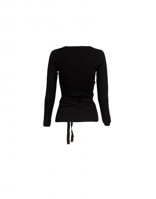Deep v-neck long sleeve black pullover