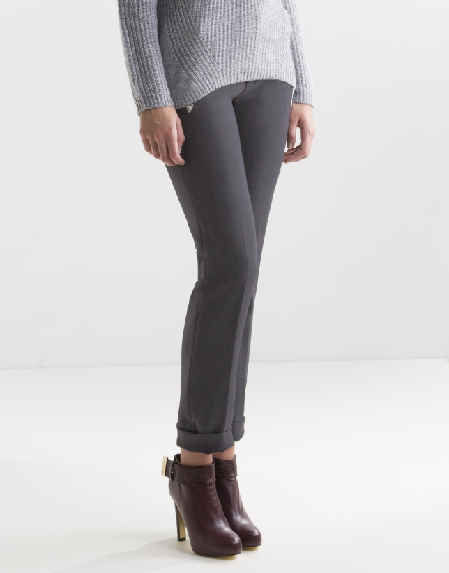 Grey pants with trimmed pockets
