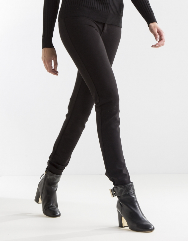 Elastic black pants
