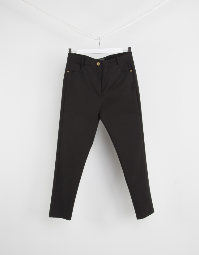 Pantalón tiro alto negro