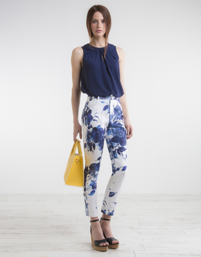 Pantalón tiro alto estampado floral