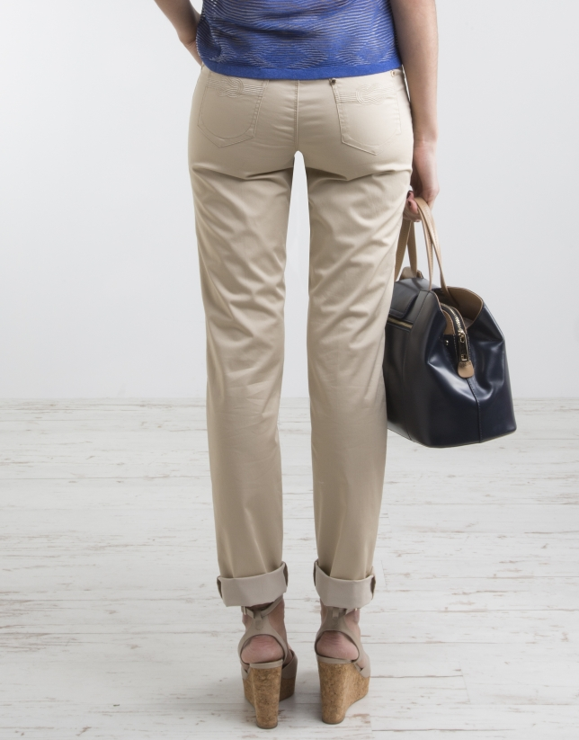 Beige pants with five pockets