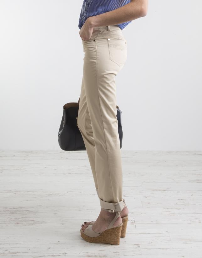 Pantalón cinco bolsillos beige