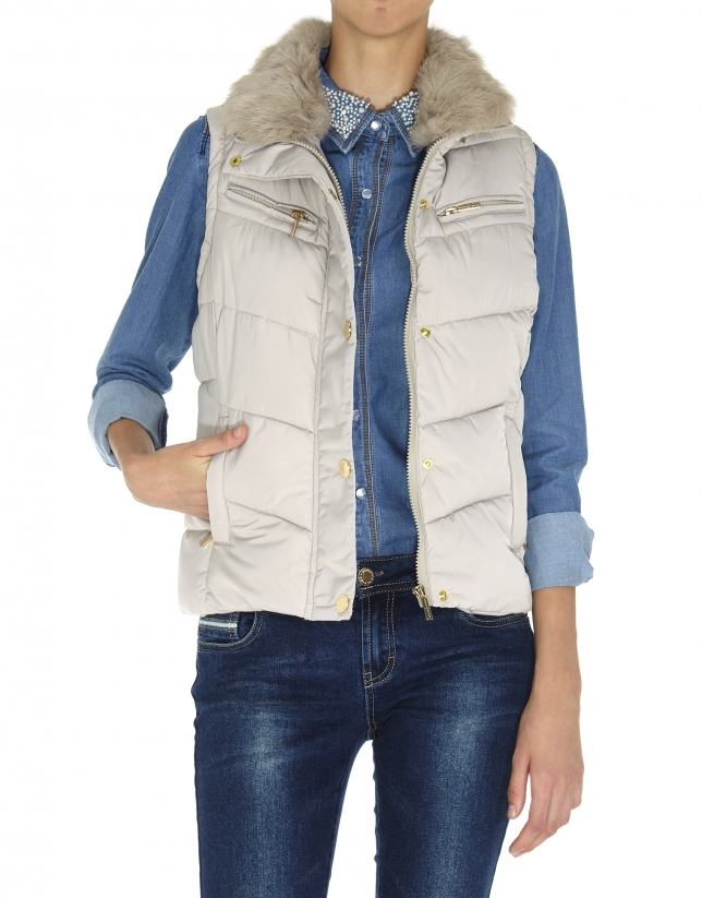 Beige quilted vest with fur collar