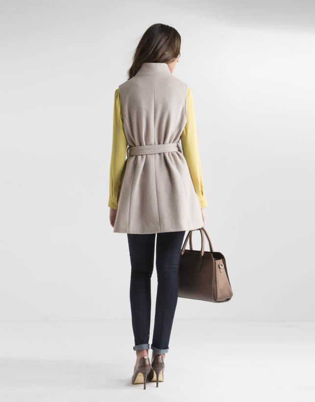 Chaleco de lana beige