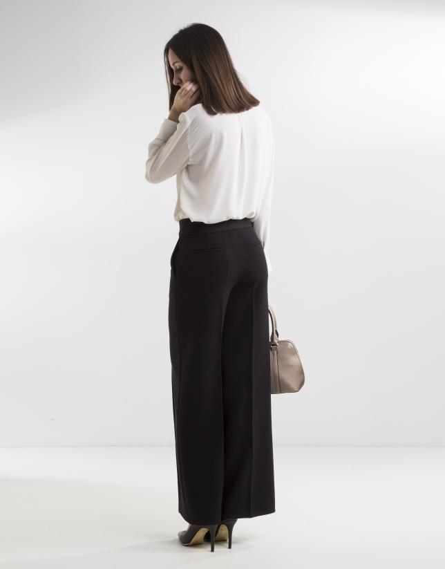 Pantalón capri negro