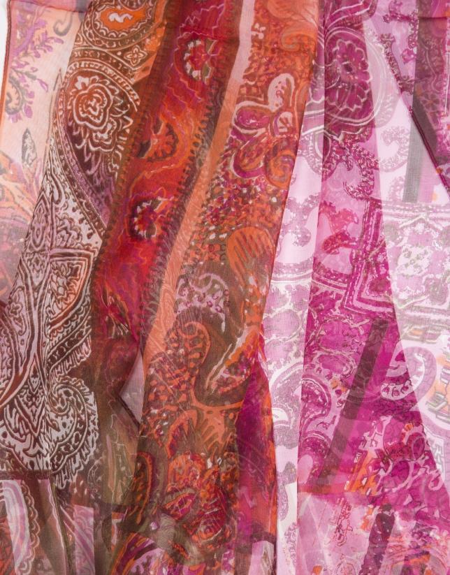Etole à motifs géométriques floraux.