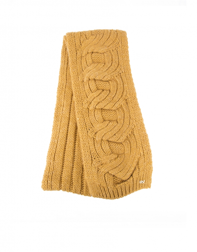 Dotted knit scarf with fringe