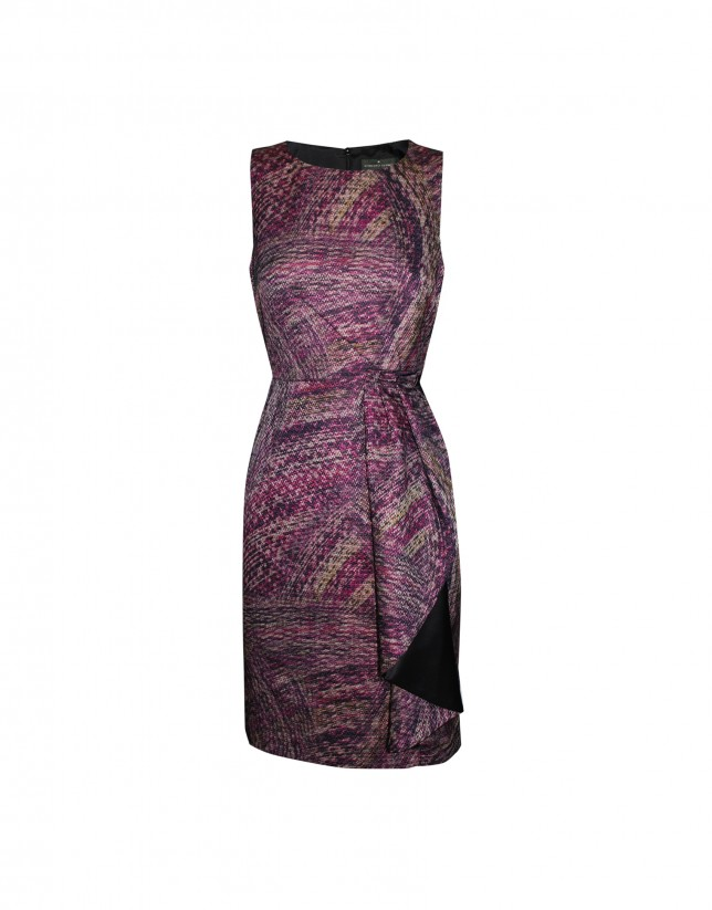 Sleeveless bordeaux pattern dress