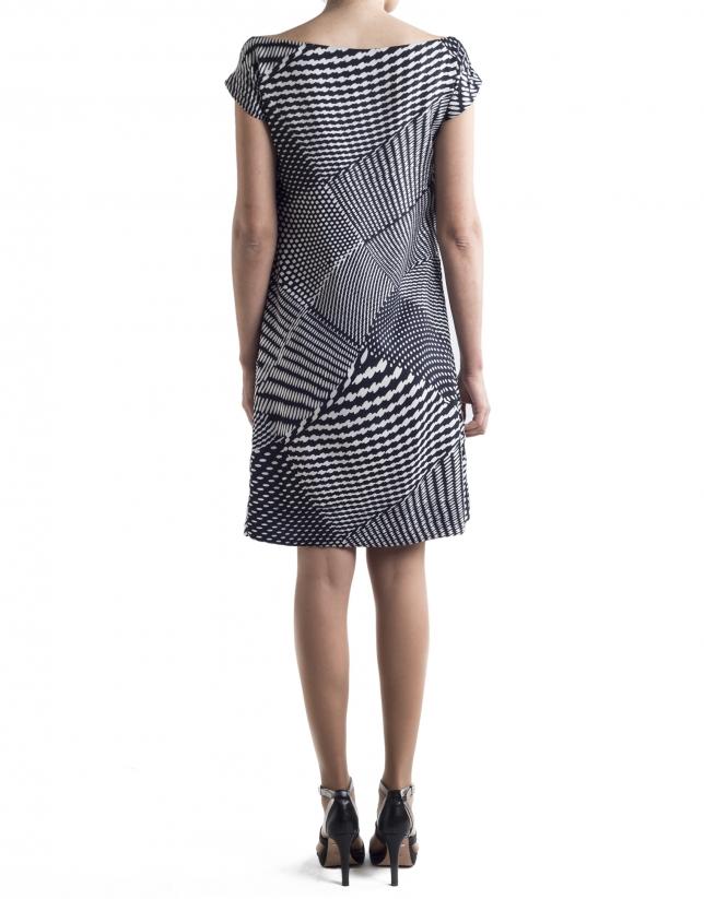 Robe droite, motif géométrique