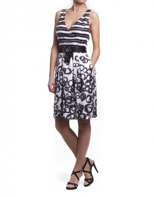 Vestido de seda con escote en V