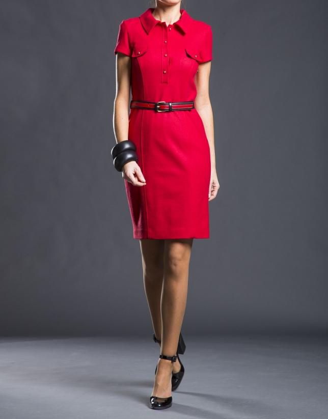 Vestido camisero rojo entallado