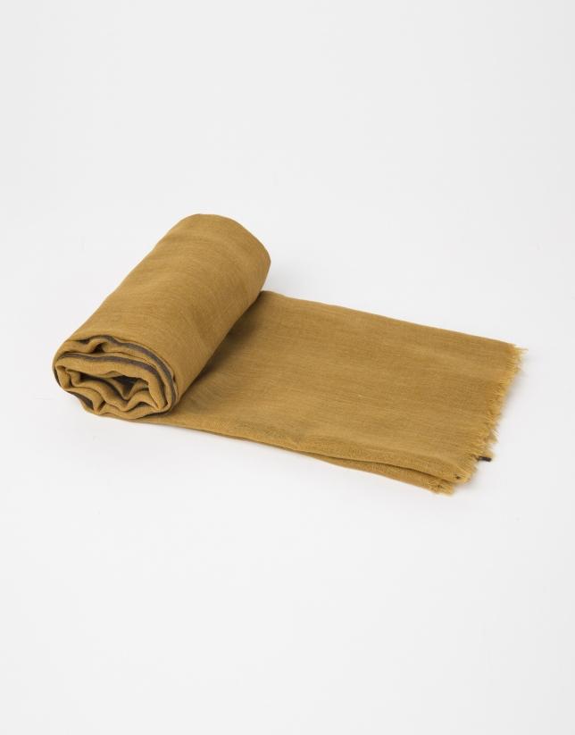 Foulard uni en laine et soie couleur moutarde