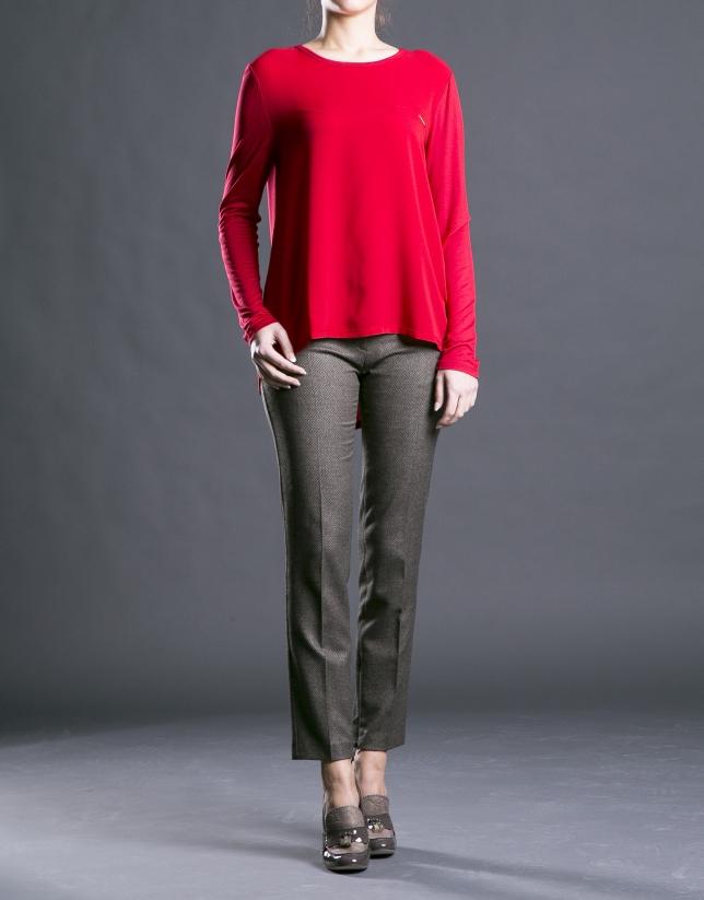 Camiseta roja de cuello redondo