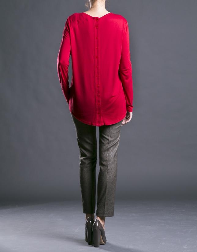 Red round neck