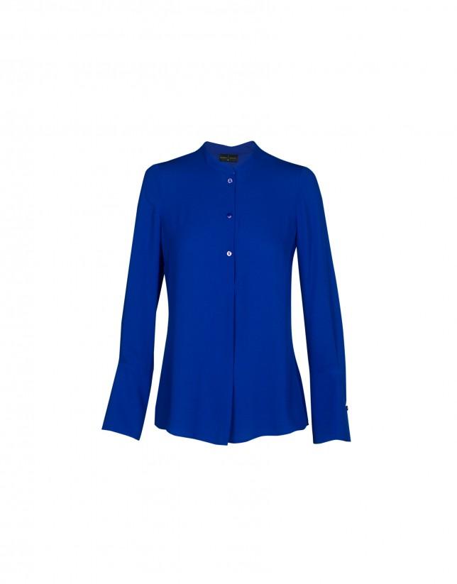 Blusa azul cuello mao
