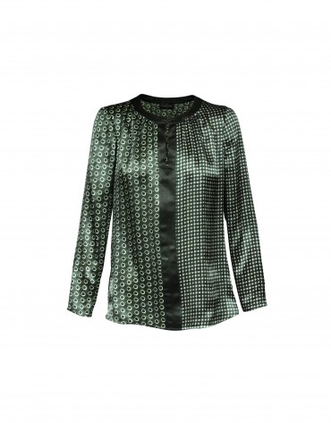 Silk blouse with geometric print in green.
