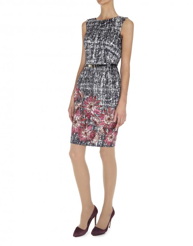 Vestido  recto sin mangas estampado gris con flores en el bajo