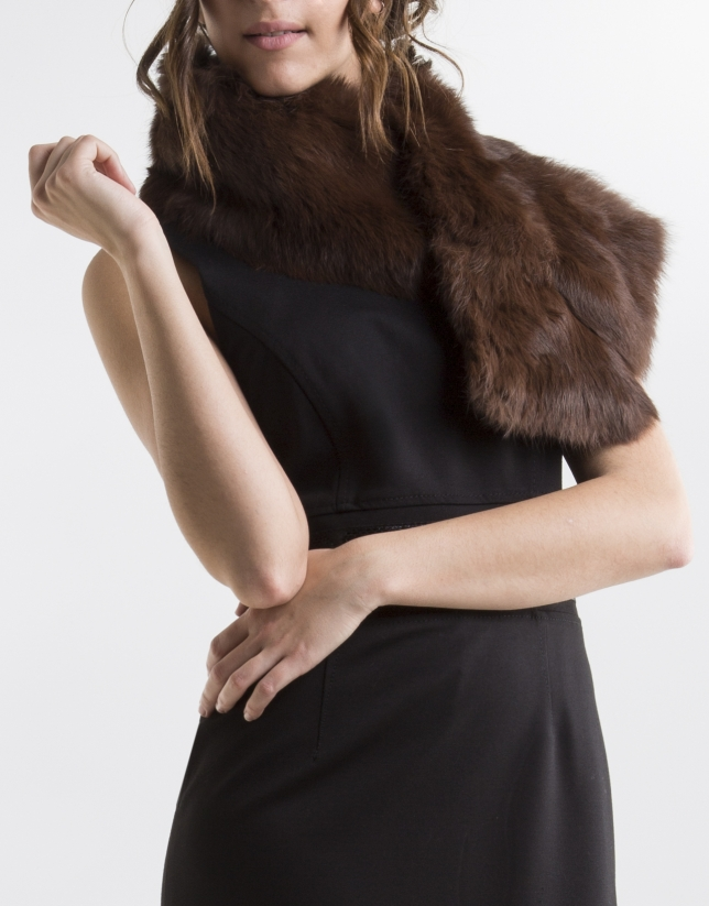Brown fur collar scarf