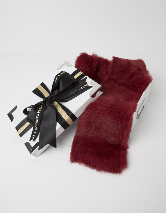 Red fur collar scarf