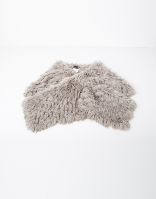 Beige fur collar