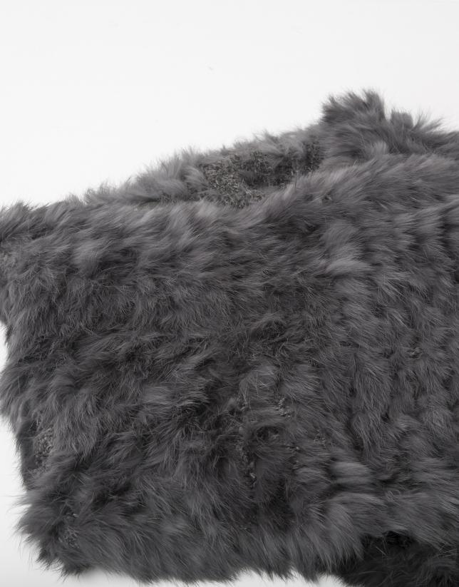 Col en fourrure gris