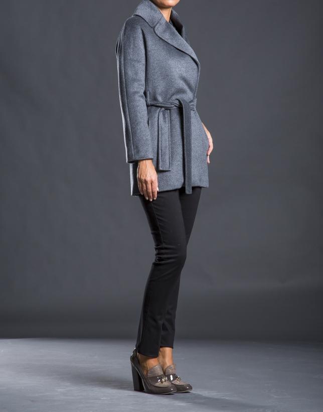 Abrigo corto gris cruzado