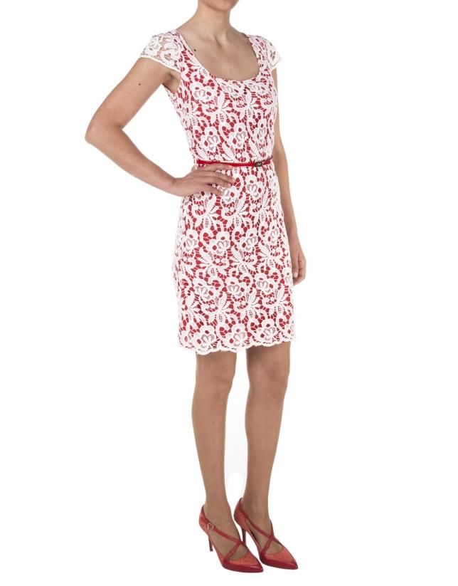 Vestido encaje fondo rojo manga corta