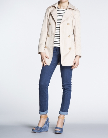 Trench largo beige cuello solapa.