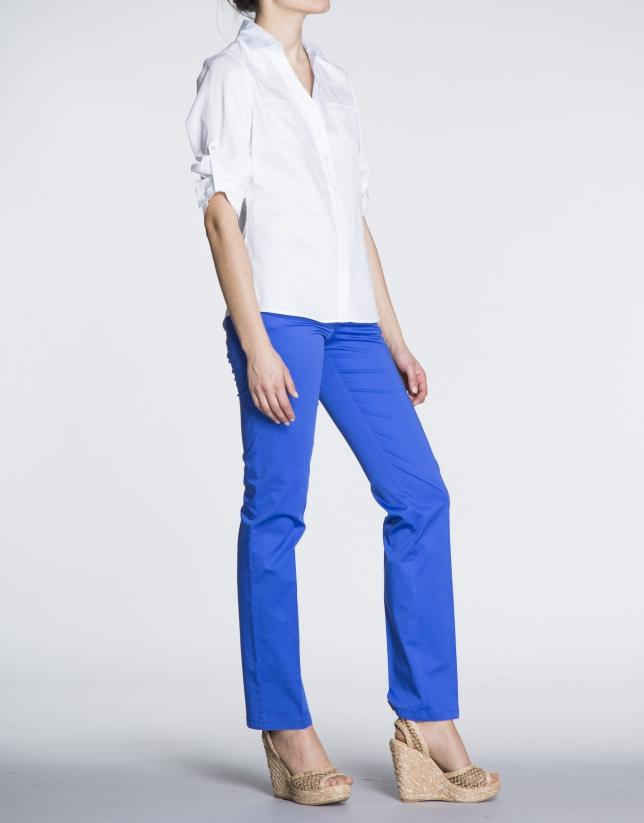Camisa de algodón blanco con  manga tres cuartos transformable.