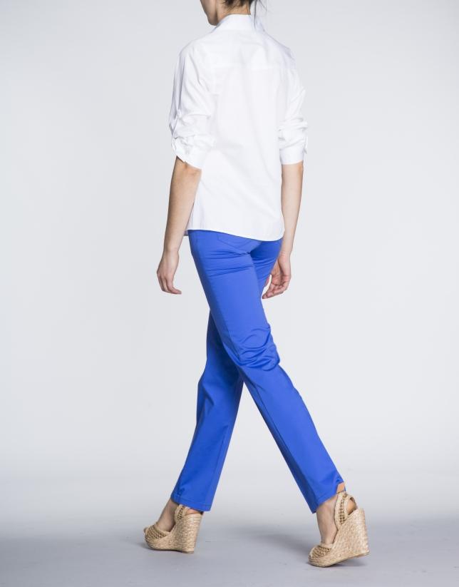 White cotton shirt with three-quarter versatile sleeve