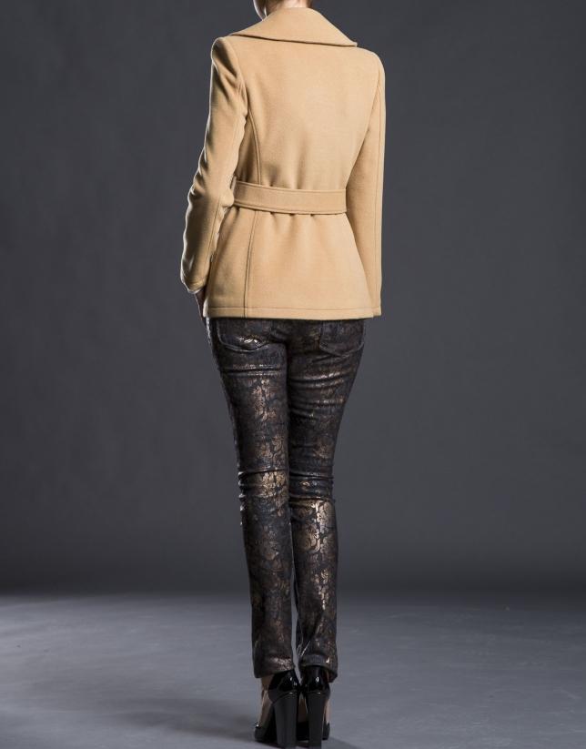 Trois-quarts croisé, couleur camel, avec ceinture
