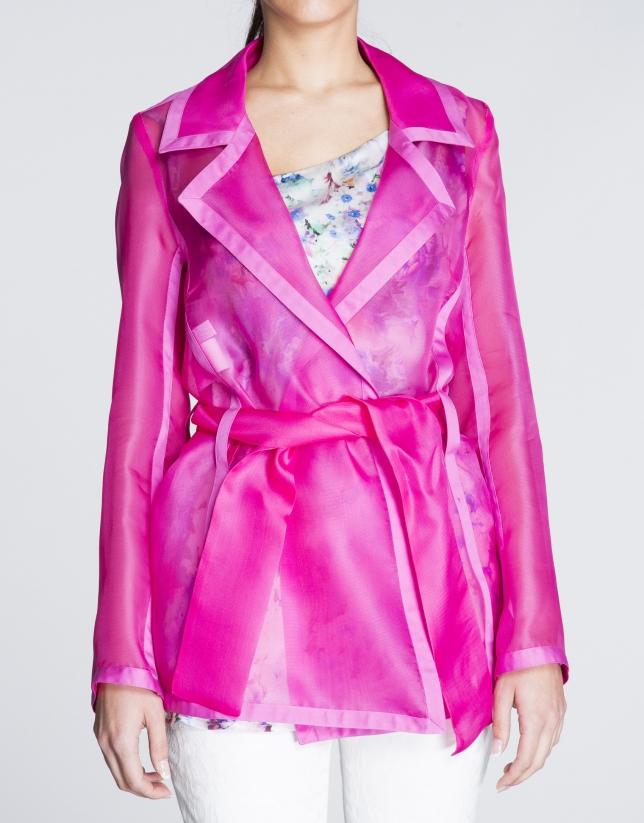 Veste légère, couleur corail transparente.