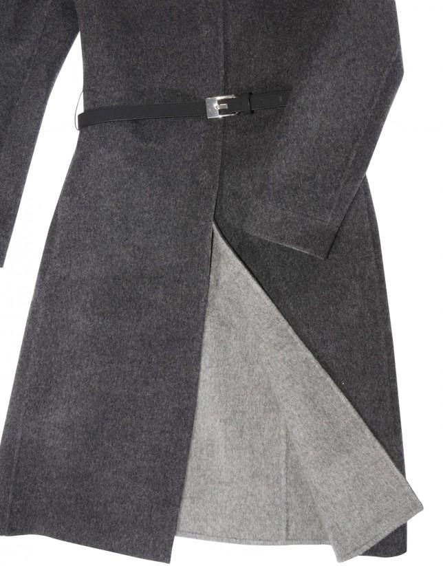 Abrigo doble face gris obscuro.