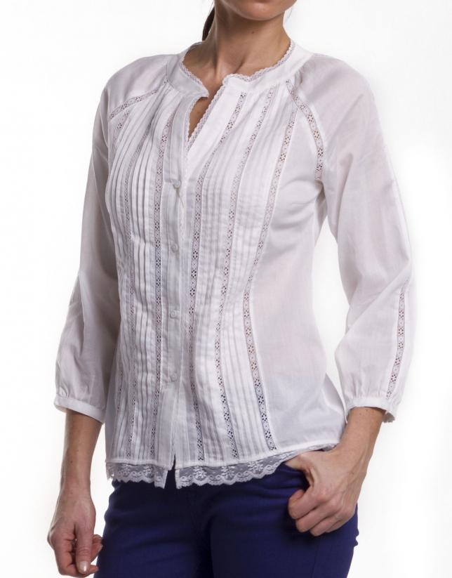 Camisa algodón con lorzas y puntillas