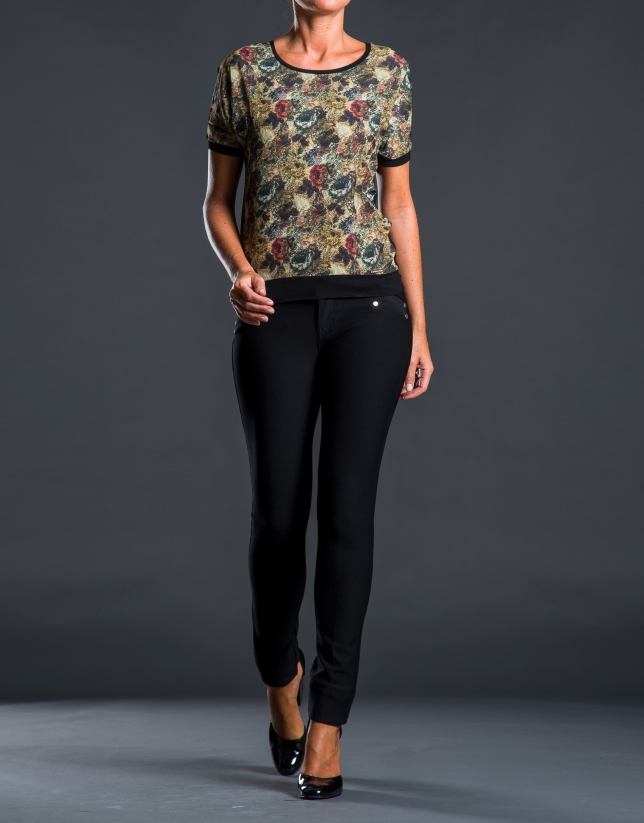 Contrasting floral print t-shirt