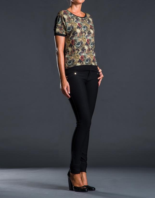 Contrasting floral print t-shirt