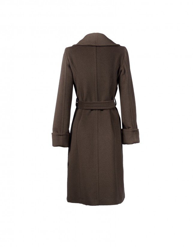 Abrigo marrón solapa smoking