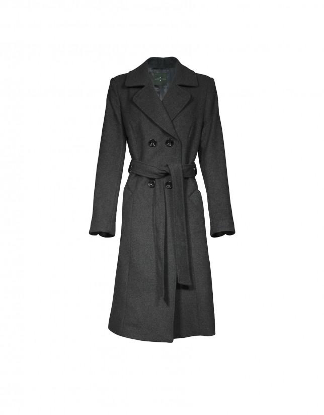 Abrigo en gris