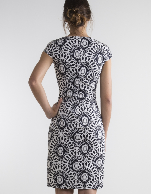 Robe droite imprimé en blanc/bleu