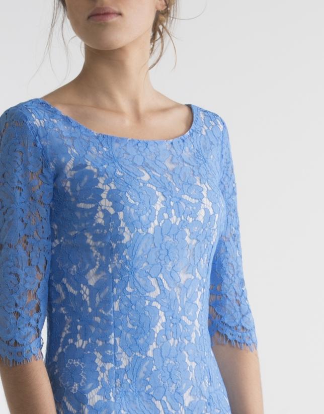Robe bleue en dentelle