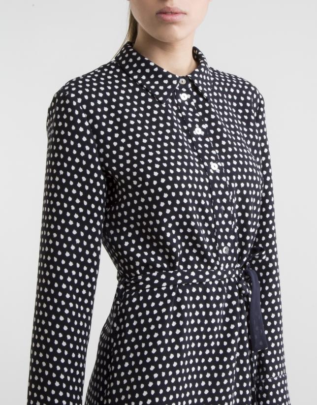 Robe chemise bleue à pois