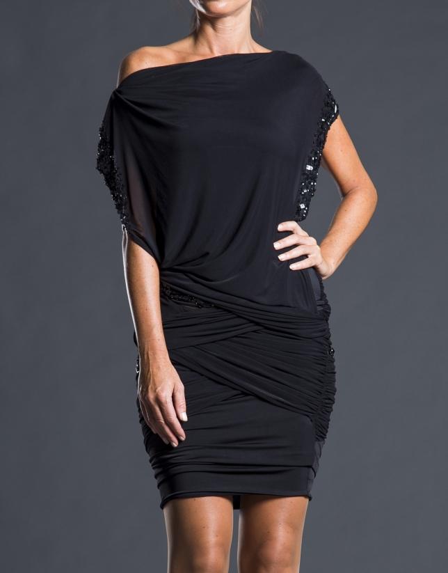Vestido corto negro pedrería
