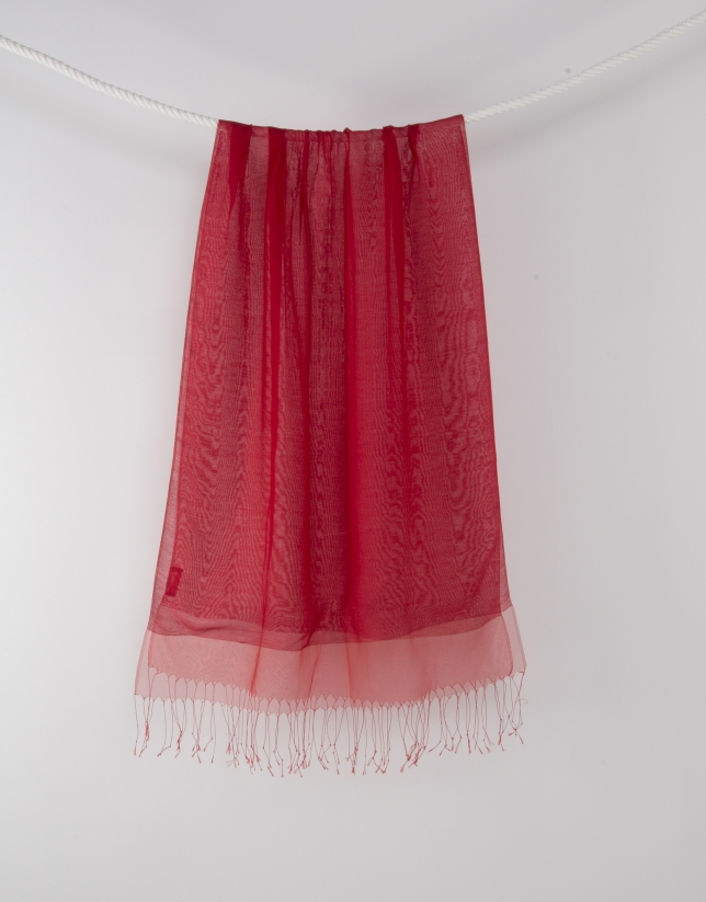 Foulard rouge à franges