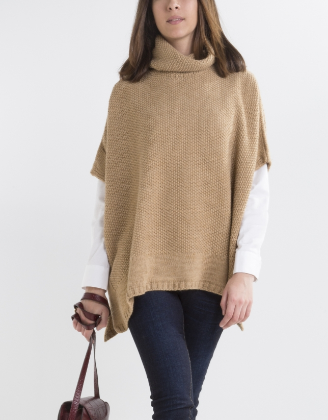 Beige poncho with collar