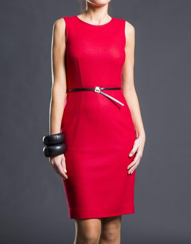 Vestido entallado rojo cinturón
