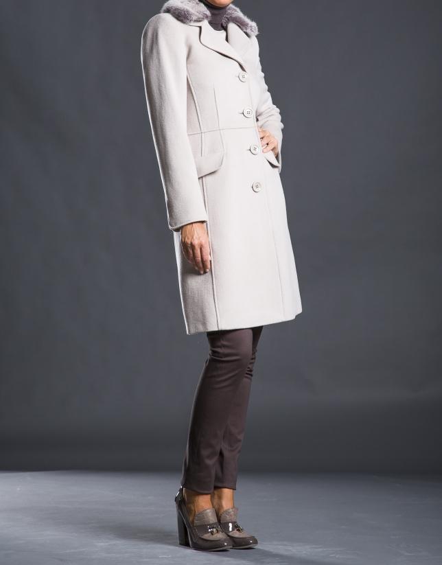 Abrigo beige cuello pelo