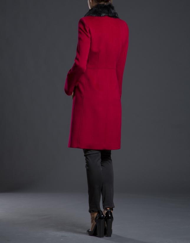 Abrigo rojo cuello pelo